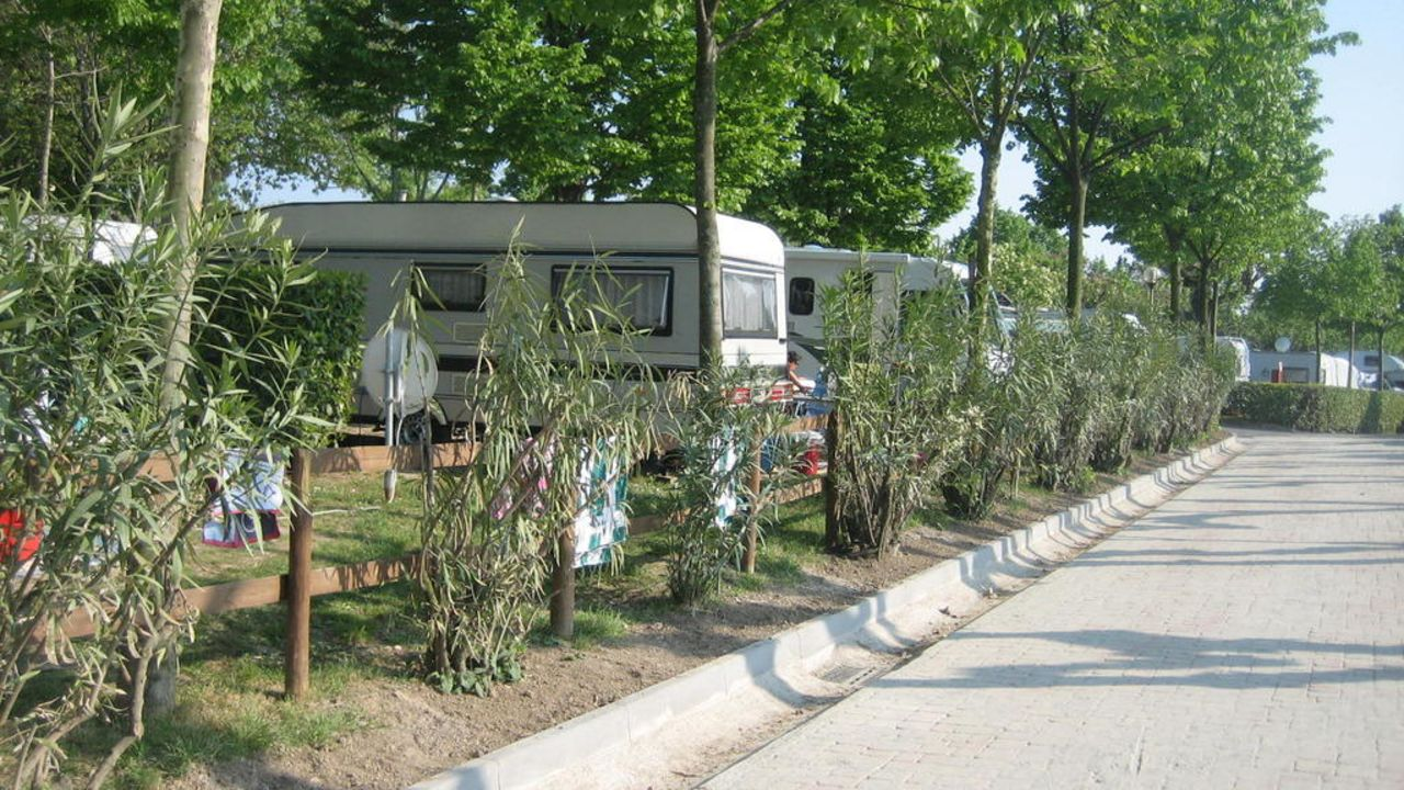 camping du parc lazise holidaycheck venetien italien. Black Bedroom Furniture Sets. Home Design Ideas