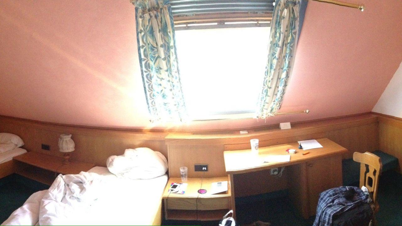 Kleiner Kühlschrank Im Hotelzimmer : Stock foto leerer mini kühlschrank in a hotelzimmer