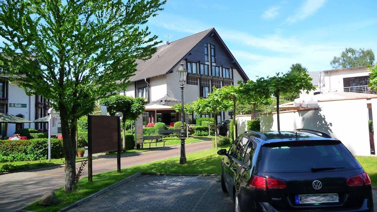 am zault das landhotel in d sseldorf holidaycheck nordrhein westfalen deutschland. Black Bedroom Furniture Sets. Home Design Ideas