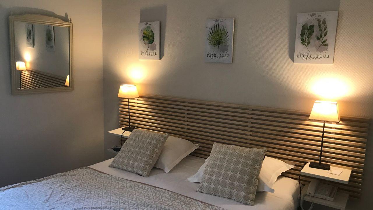 hotel la magnaneraie villeneuve les avignon holidaycheck languedoc roussillon frankreich. Black Bedroom Furniture Sets. Home Design Ideas