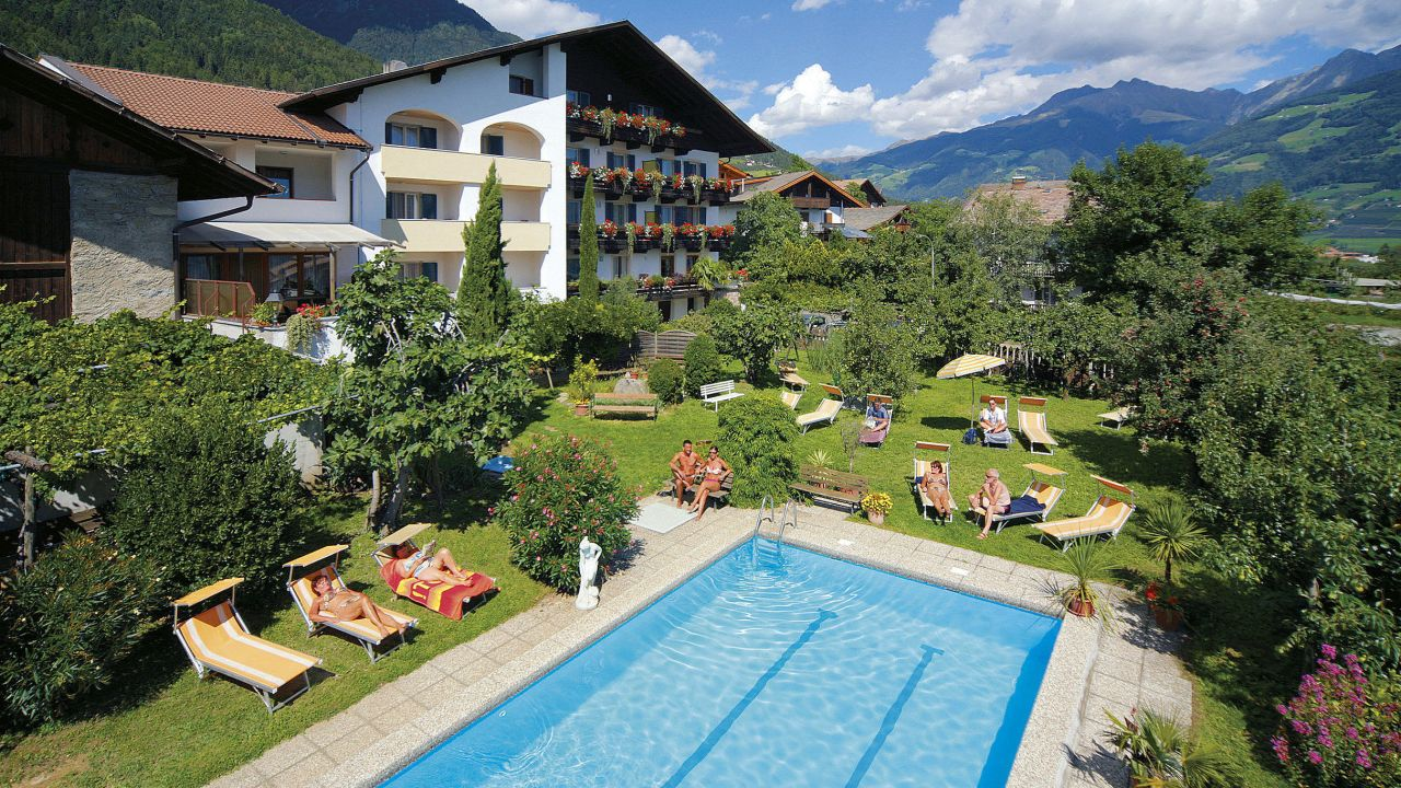 Garni hotel tritscherhof in tirolo dorf tirol for Design hotel dorf tirol