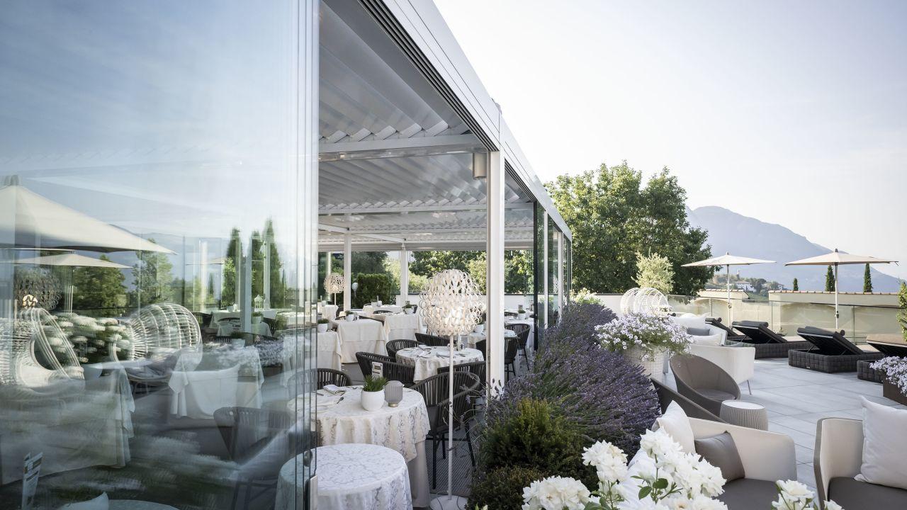 Small beautiful hotel gnaid in tirolo dorf tirol for Design hotel dorf tirol