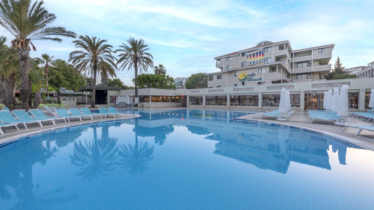 Das Sandy Beach ist ein 4* Hotel und kann jetzt ab 441€ gebucht werden