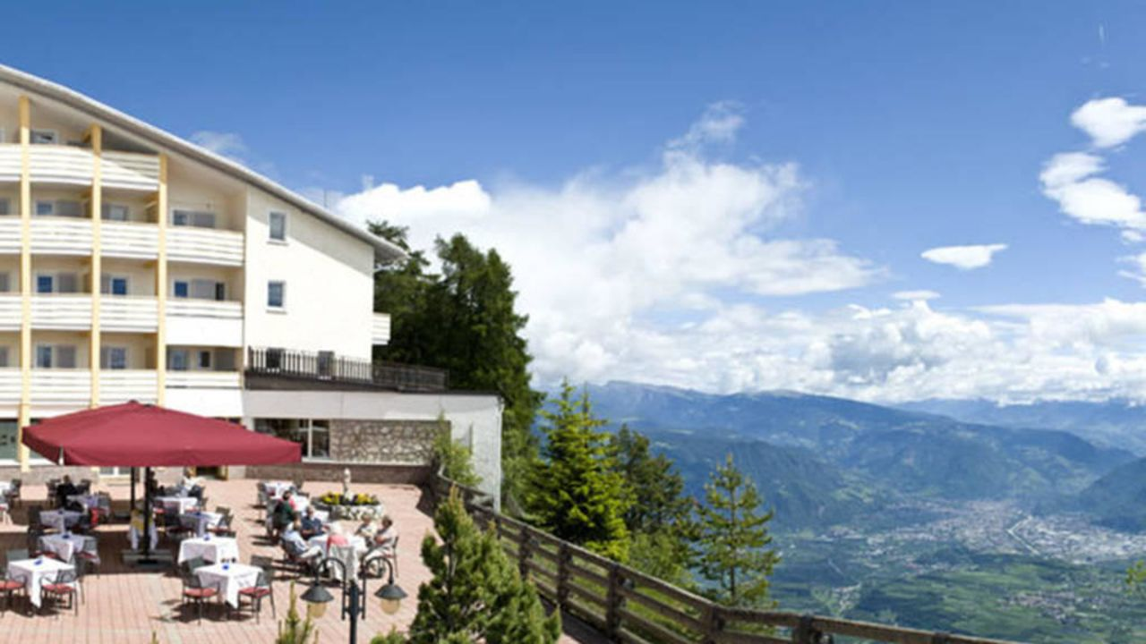 Panoramahotel penegal kaltern holidaycheck s dtirol for Hotel kaltern
