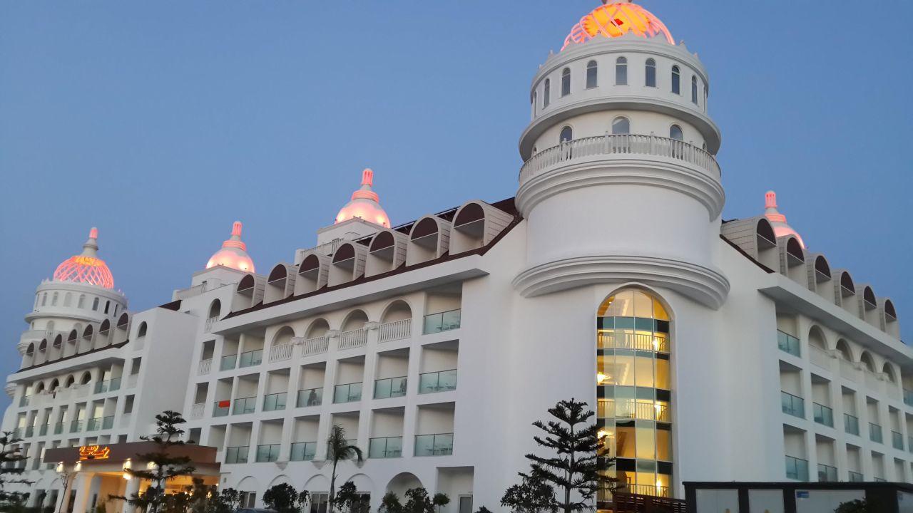 Crown Serenity Hotel Side