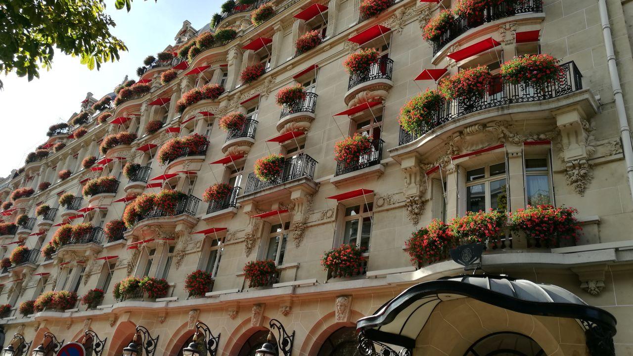 Hotel plaza athenee paris holidaycheck gro raum paris for Frankreich hotel paris