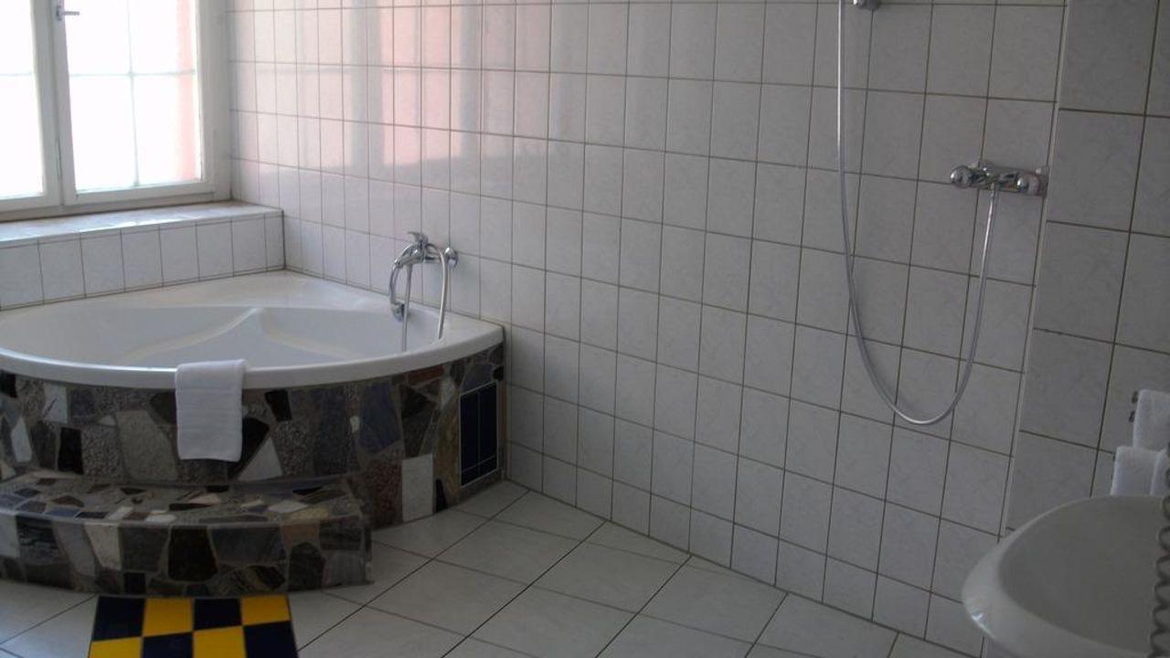 pension paradies freiburg in freiburg im breisgau holidaycheck baden w rttemberg deutschland. Black Bedroom Furniture Sets. Home Design Ideas