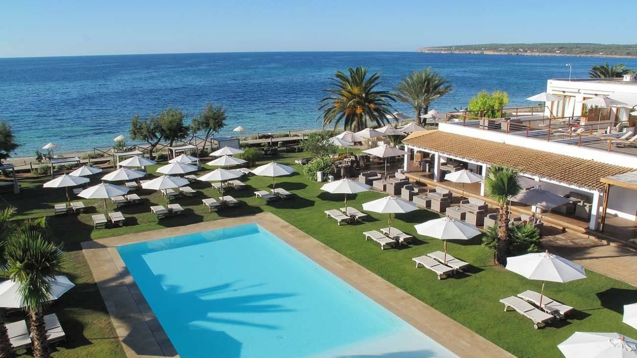 Gecko beach club playa migjorn holidaycheck for Hotel formentera playa