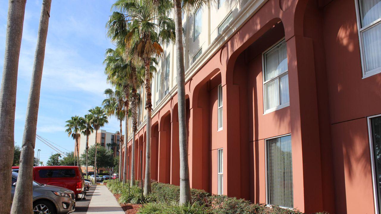 Holiday Inn Hotel & Suites Across From Universal Orlando (Orlando ...