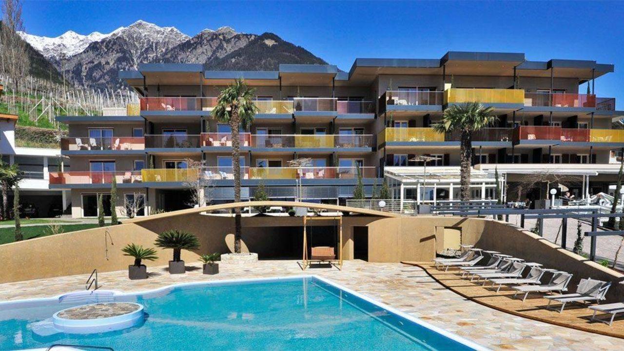 Hotel johannis tirolo dorf tirol holidaycheck for Design hotel dorf tirol
