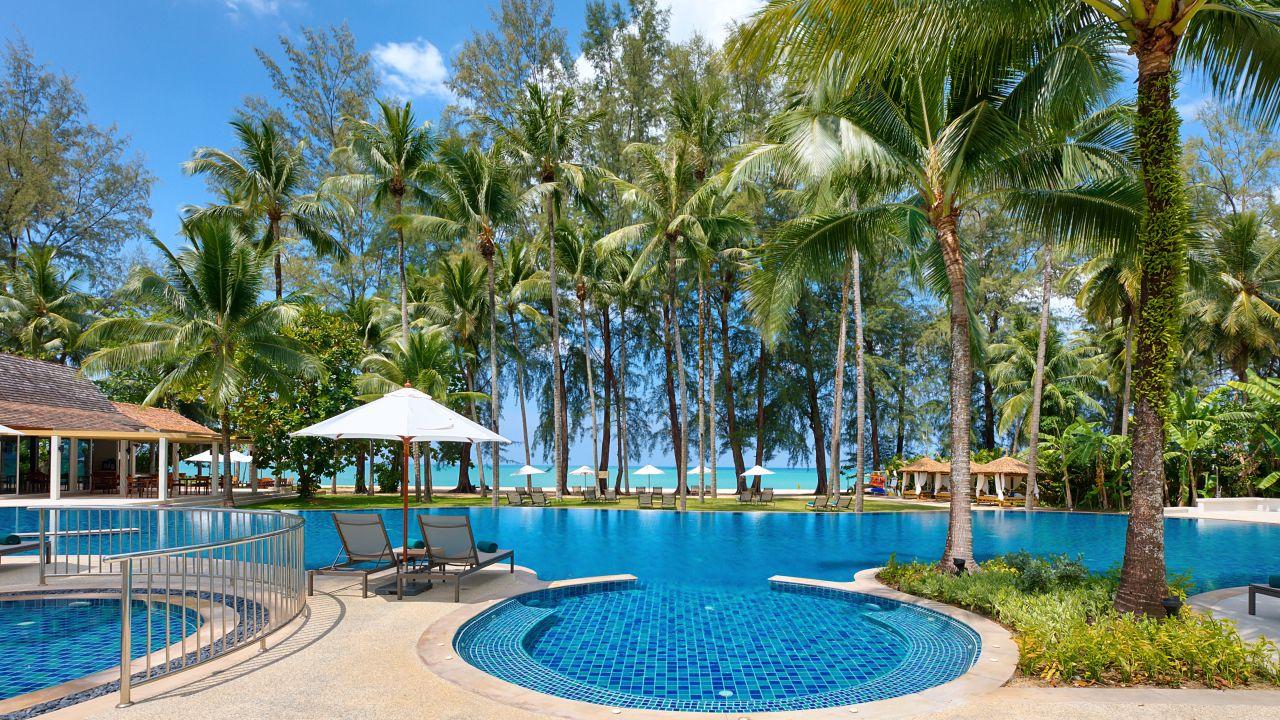 Merlin Beach Resort Hotel