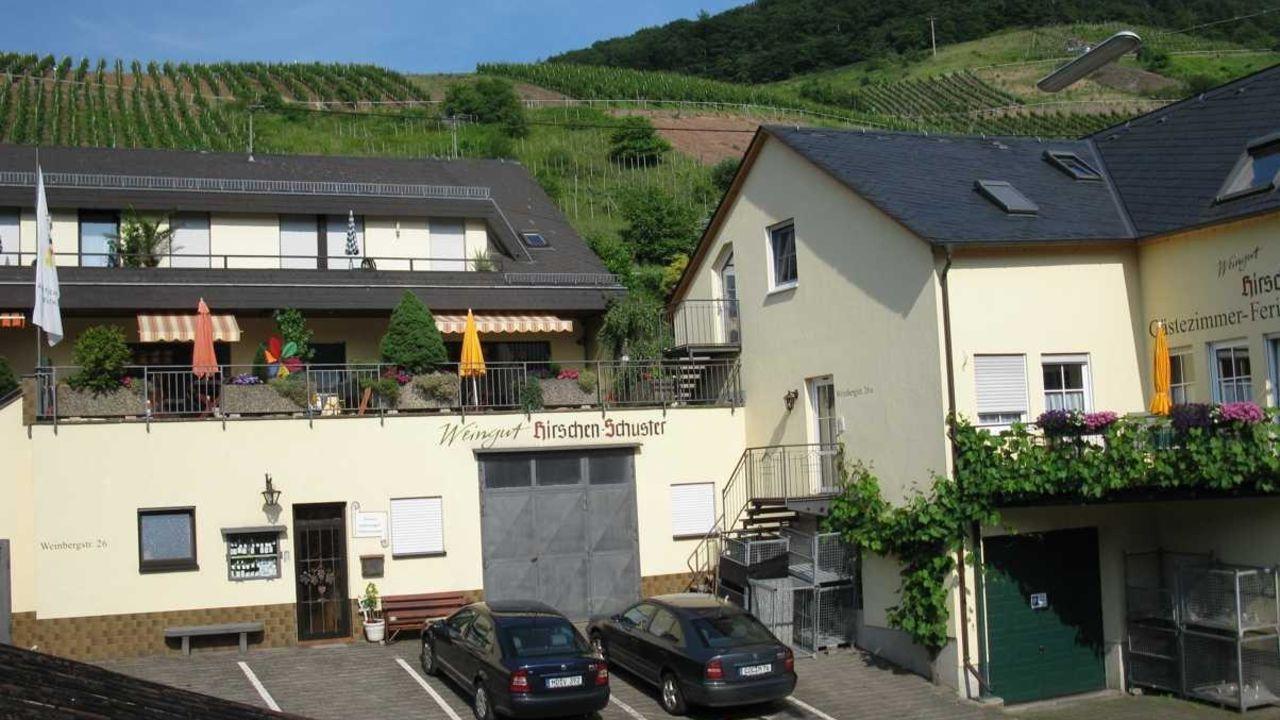 Weingut Hirschen Schuster (Mesenich) . HolidayCheck