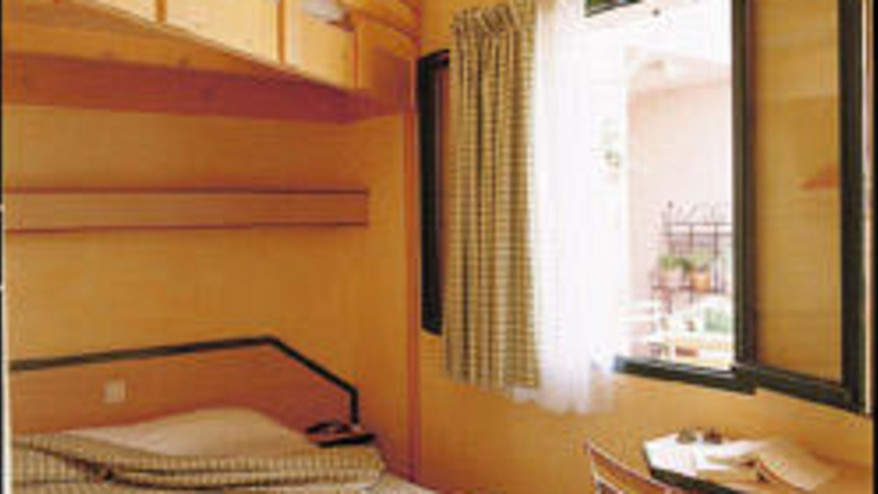 vert h tel avignon holidaycheck provence frankreich. Black Bedroom Furniture Sets. Home Design Ideas