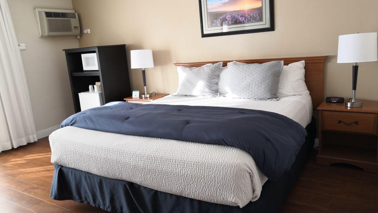 best western hotel king frederik inn solvang. Black Bedroom Furniture Sets. Home Design Ideas