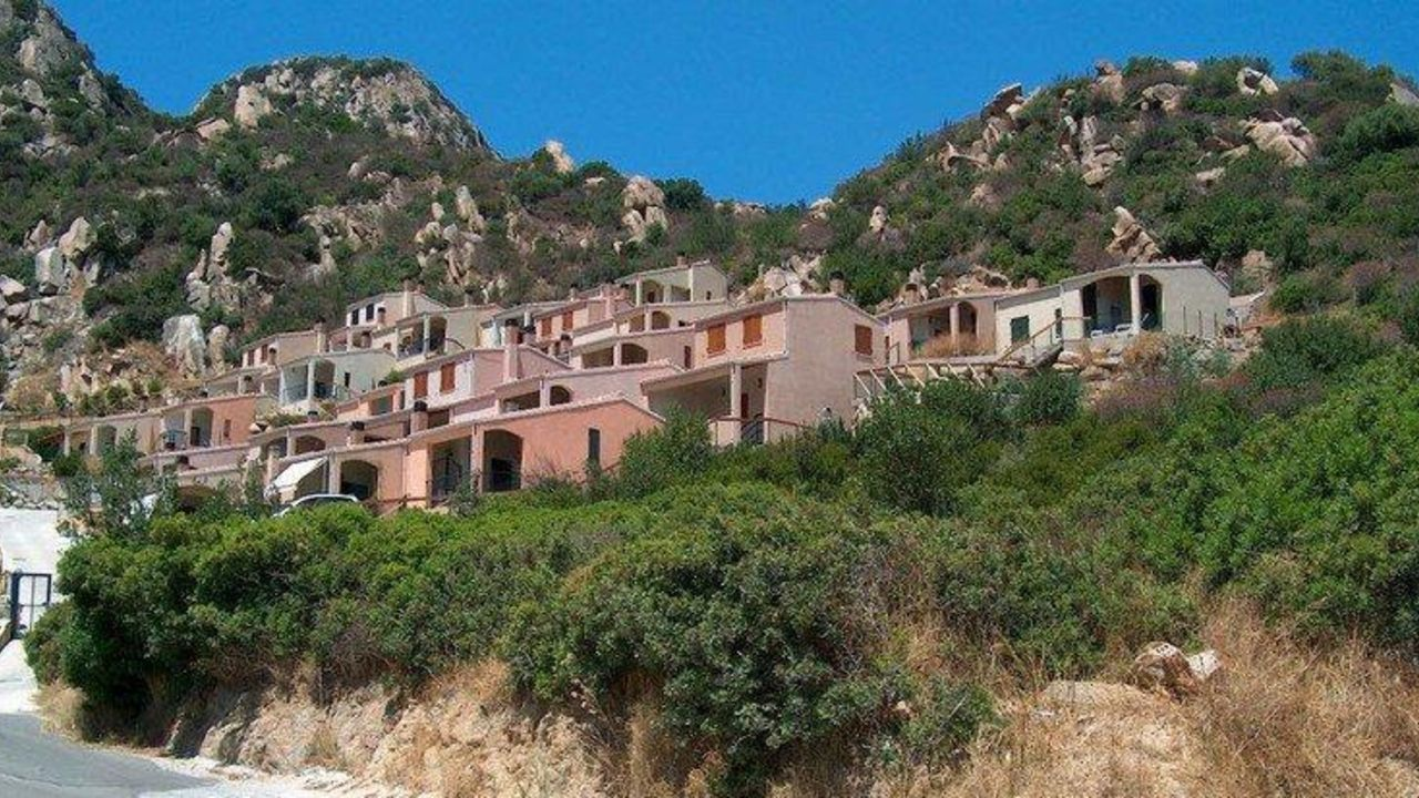 Apartment le ginestre 1 monte nai holidaycheck for Apartment sardinien