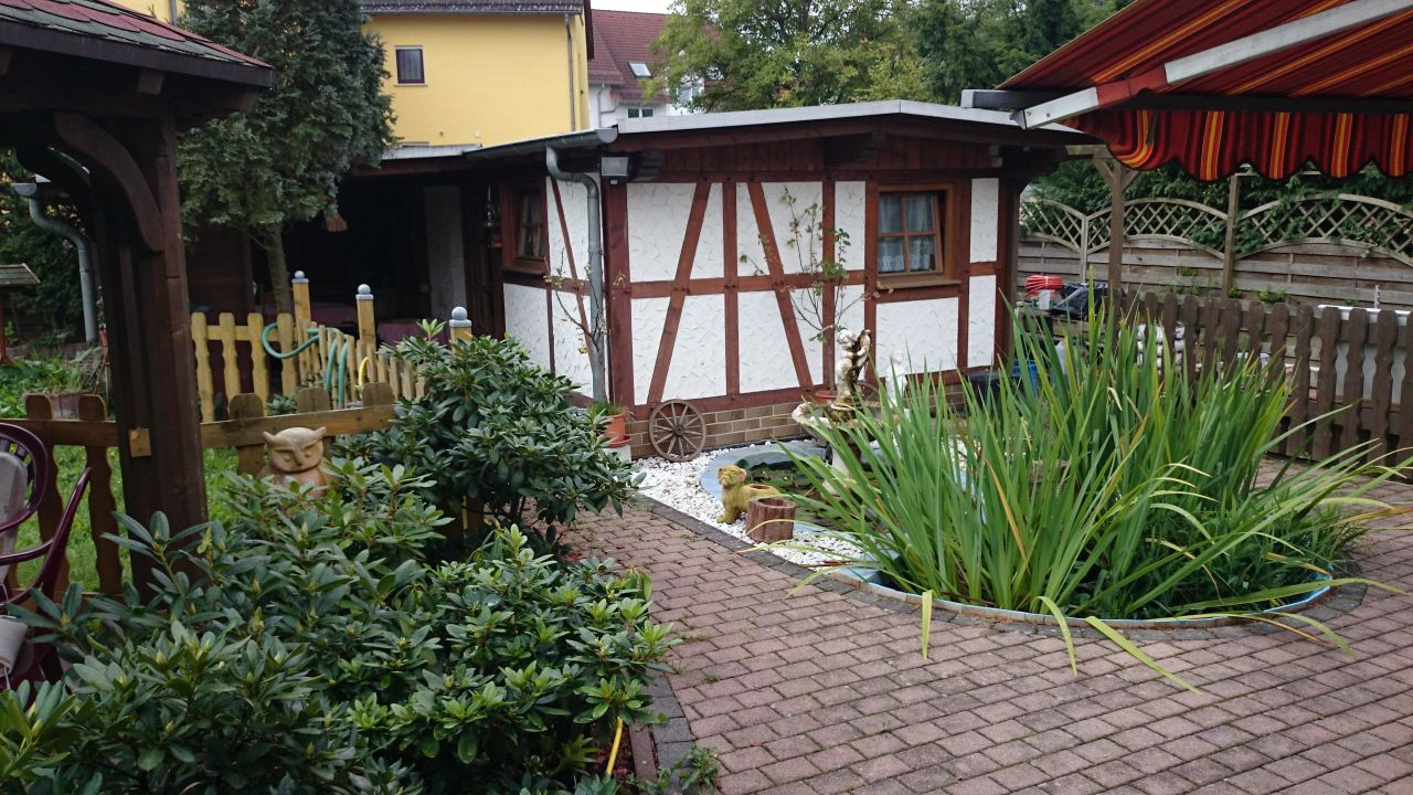 hessen gartenhaus gartenhaus in einem garten am zaun with hessen gartenhaus trendy gartenhaus. Black Bedroom Furniture Sets. Home Design Ideas