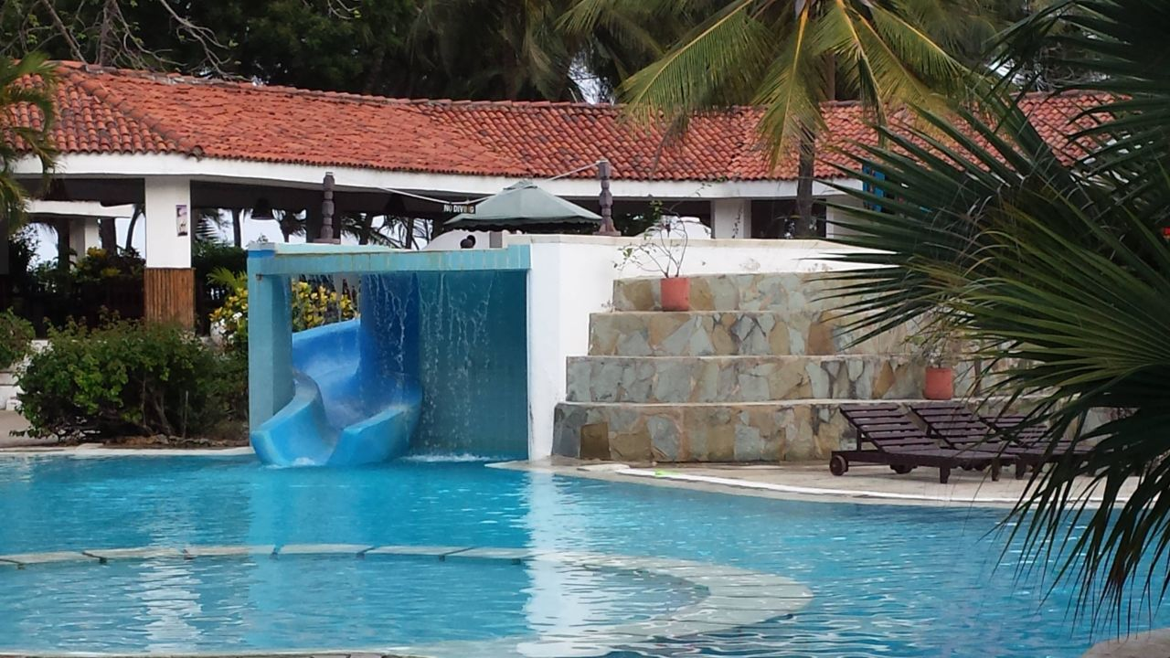 Bild strand zu hotel diani sea resort in diani beach - Pool mit wasserfall ...