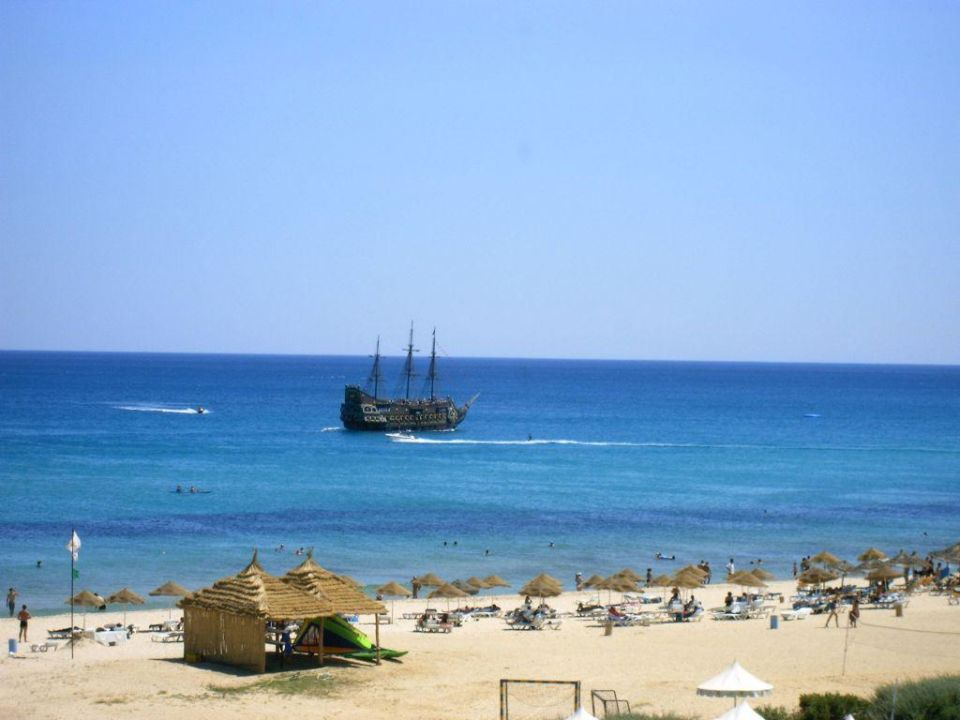 Strand, Meer und ein Piratenschiff Iberostar Averroes