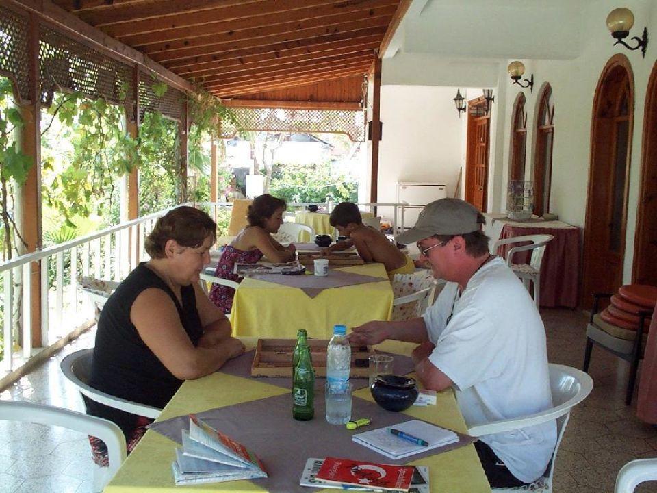 Mit der Chefin Gülol konnte man zu jeder Zeit eine Runde BG Hotel Malibu