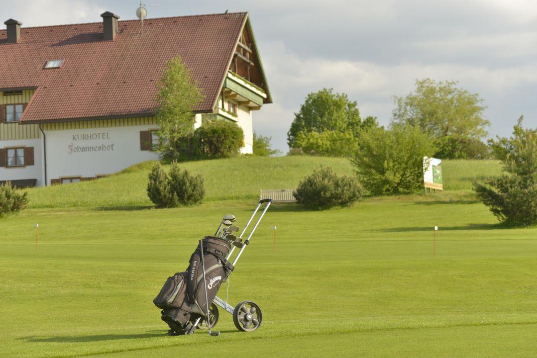 Bild golf direkt am haus zu hotel johanneshof in oberstaufen for Hotel johanneshof oberstaufen