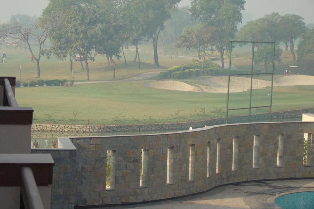 Widok na pole golfowe Jaypee Greens Golf & Spa Resort