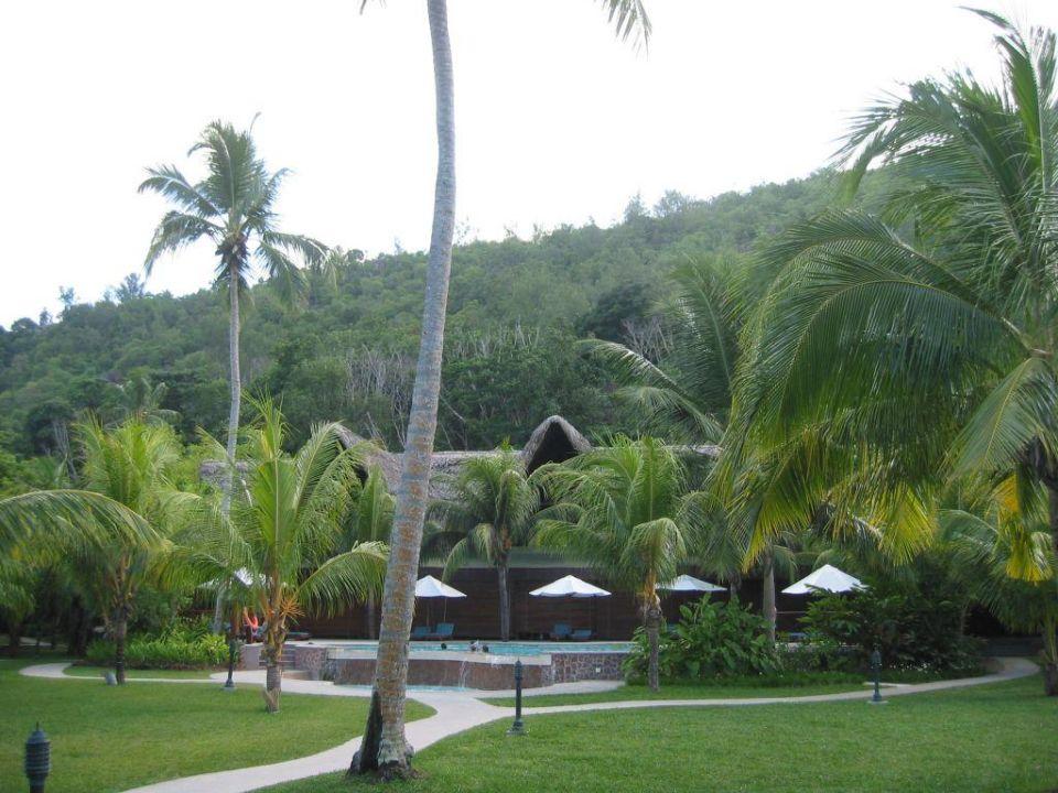 Hotelpool mit Hauptgebäude Paradise Sun