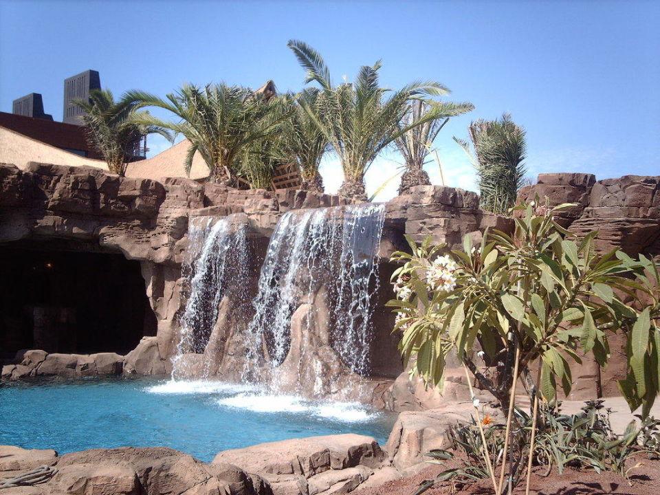 Wasserfall Neben Der Bar Am Pool Lopesan Baobab Resort