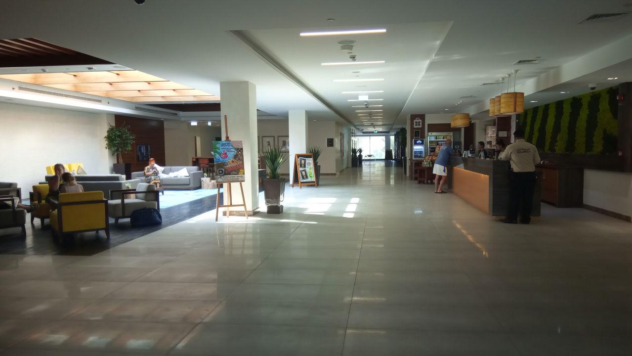 Lobby Hilton Garden Inn Ras Al Khaimah