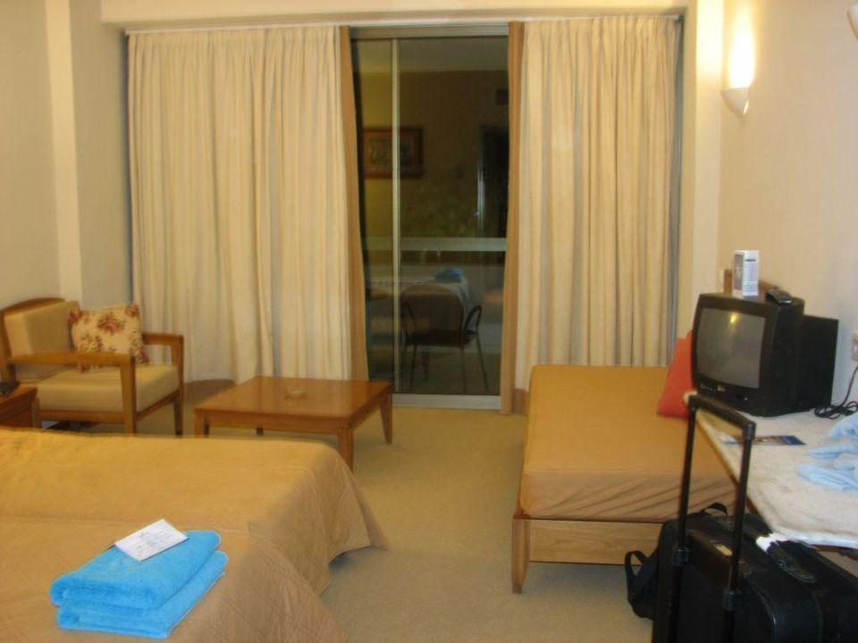 das zimmer hotel grecotel rhodos royal in faliraki. Black Bedroom Furniture Sets. Home Design Ideas