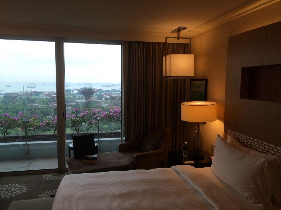 bild blick vom pool aus zu marina bay sands in singapur. Black Bedroom Furniture Sets. Home Design Ideas
