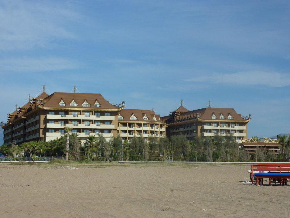 Vom Strand aus gesehen Hotel Royal Dragon