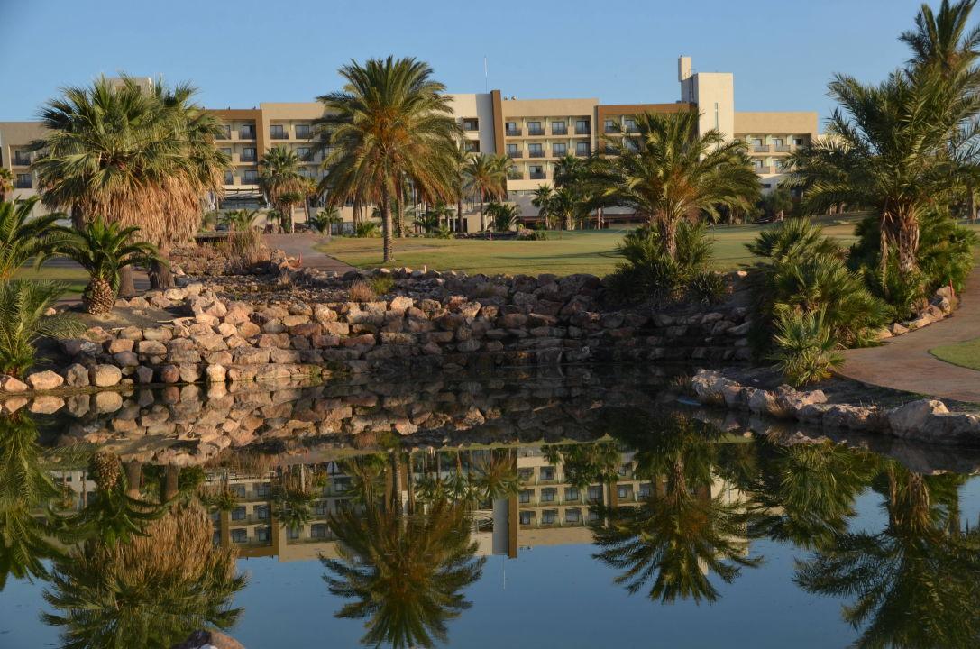 Das Hotel vom Loch 18 aus gesehen Hotel Valle del Este Golf Spa