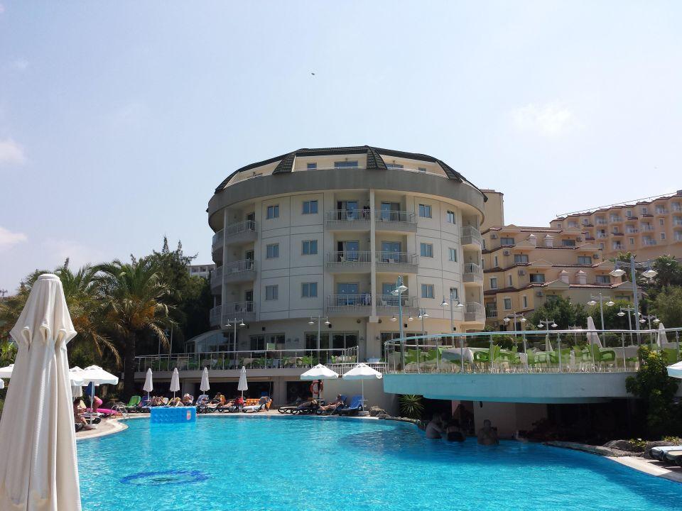 Das Hotel vom Pool aus gesehen Hotel Side Sun