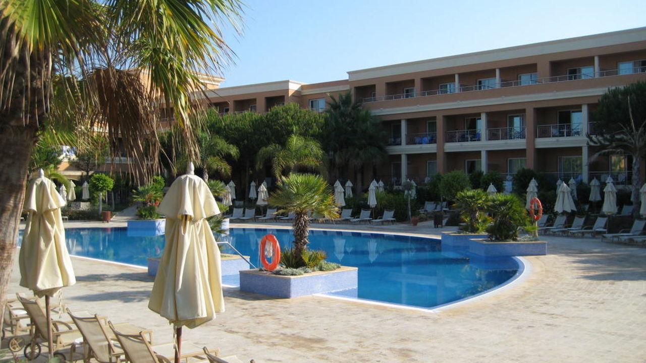 Einer der beiden Pools Hipotels Barrosa Garden