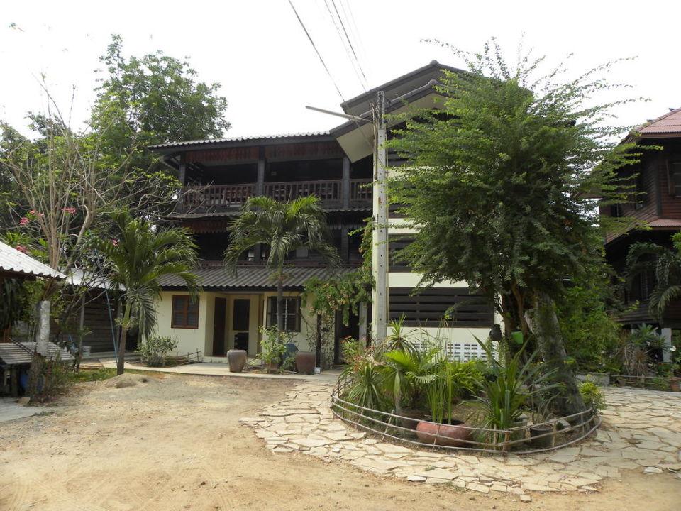 Auffahrt Baan Lotus Guesthouse
