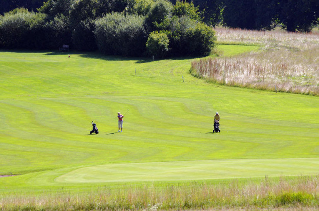 Blick von unserem Hof auf den Golfplatz in Ising. Wimmerhof Ising
