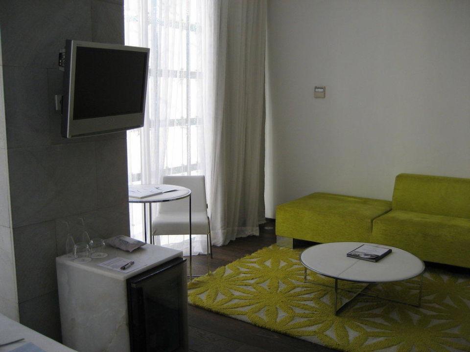 Sitzecke / TV / Minibar Hotel Palacio de los Patos