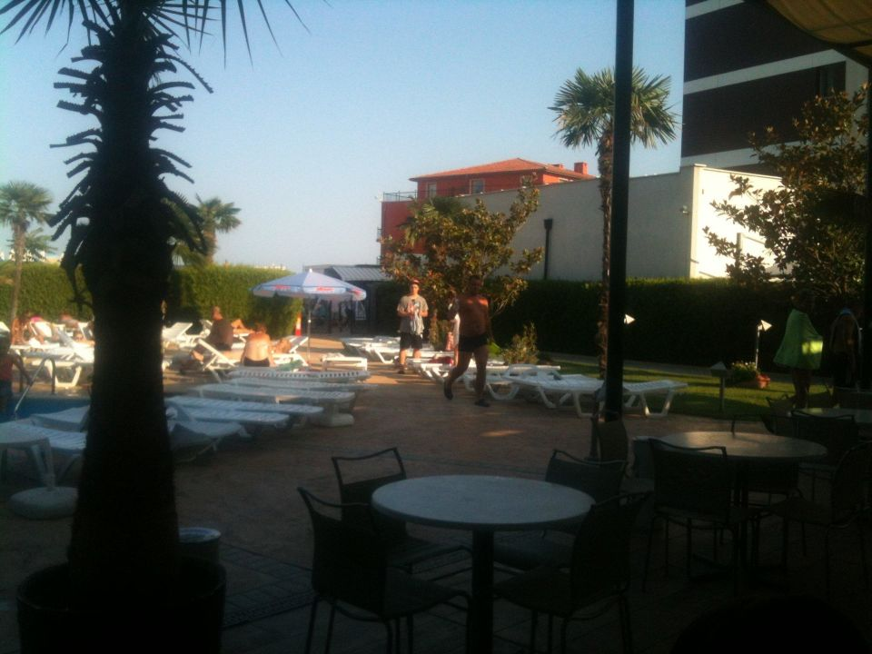 Terrasse & Anlage Grand Hotel Sunny Beach
