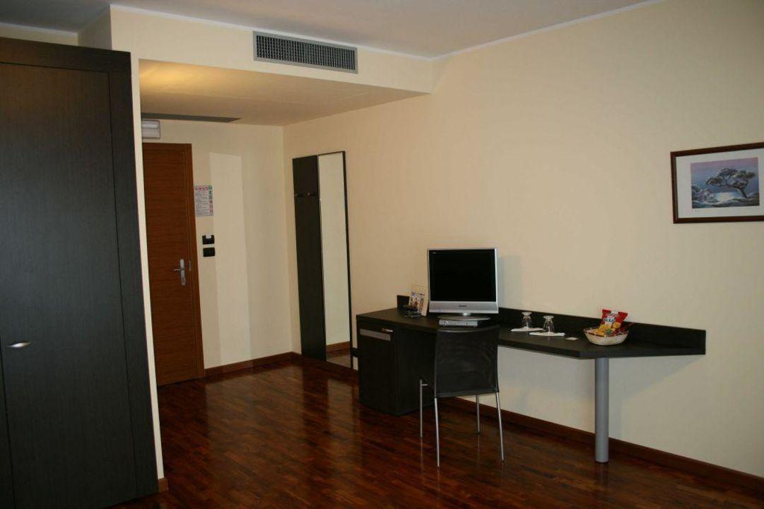 Schreibtisch Mit Sat Tv Und Lan Anschluss Hotel Draconerium Dronero