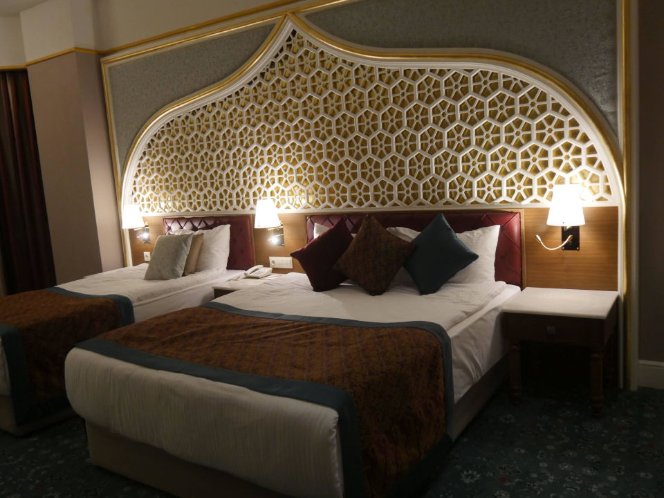 Schlafzimmer der Junior Suite 1207 (Royal Taj Mahal)\