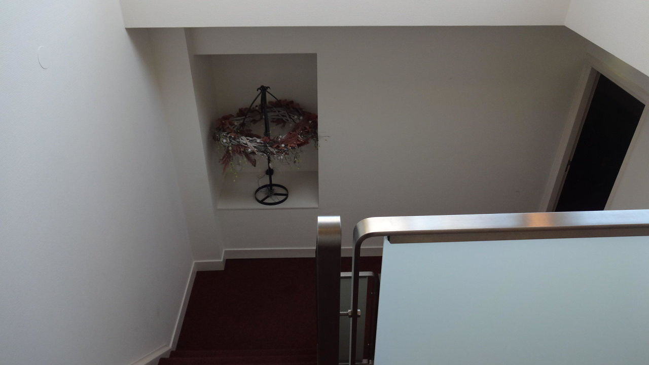treppenhaus dekoration hotel nehalennia in domburg. Black Bedroom Furniture Sets. Home Design Ideas