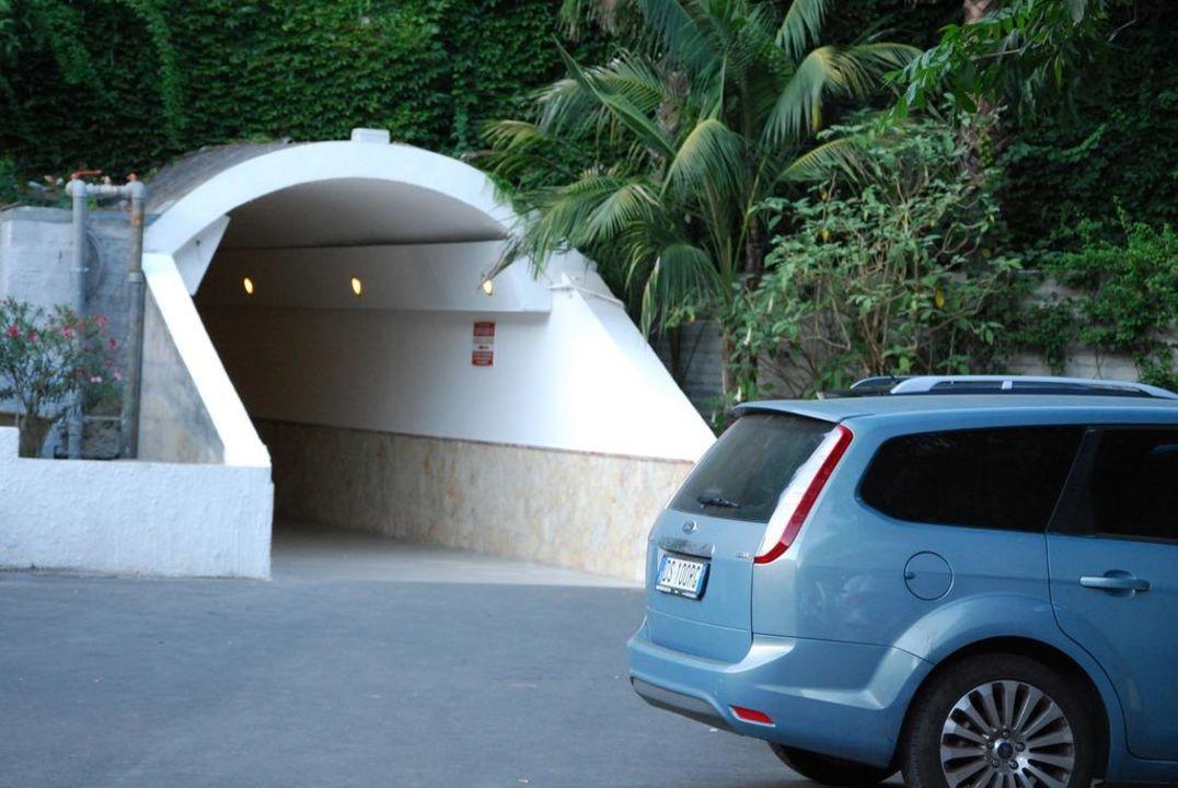 Wejście do tunelu Hotel Antares