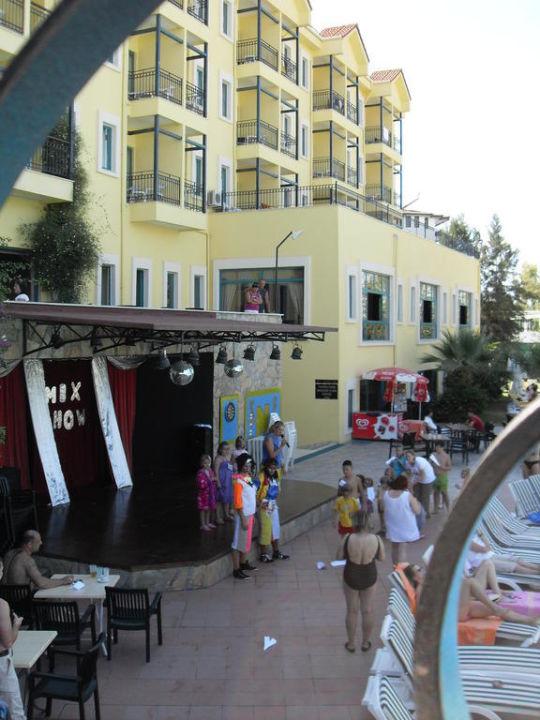 Die Showbühne Dosi Hotel