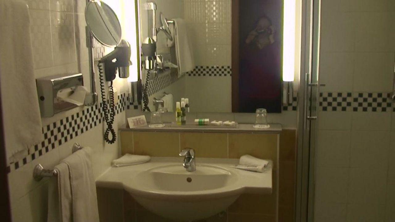 badezimmer mercure hotel bad d rkheim an den salinen bad d rkheim holidaycheck rheinland. Black Bedroom Furniture Sets. Home Design Ideas