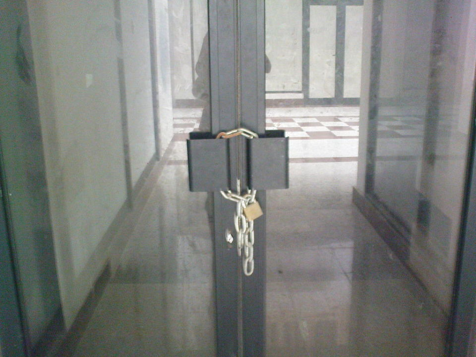 Verschlossene tür  Verschlossene Türen