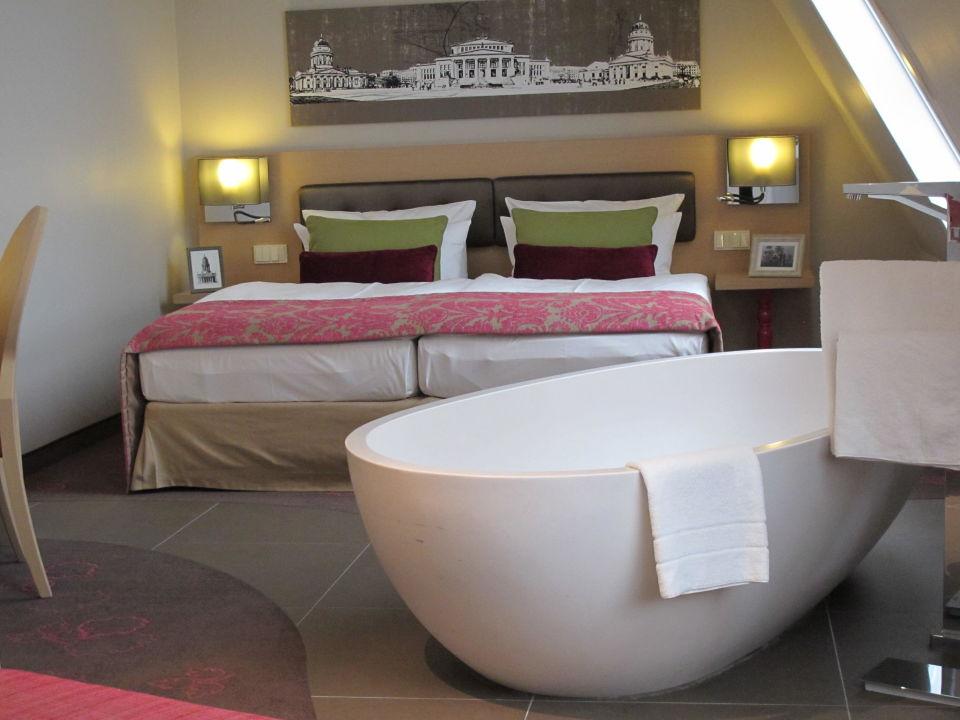 Badewanne im zimmer hotel gendarm nouveau in berlin for Hotel mit whirlpool im zimmer bayern