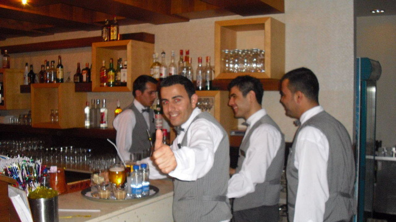Unser Bar Crew Hotel Royal Wings