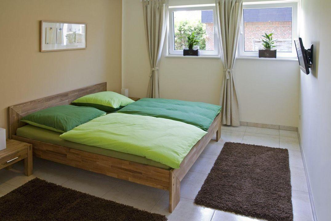 Schlafzimmer 1 Mit Doppelbett Und TV/DVD Ab In Die Ostsee Appartement