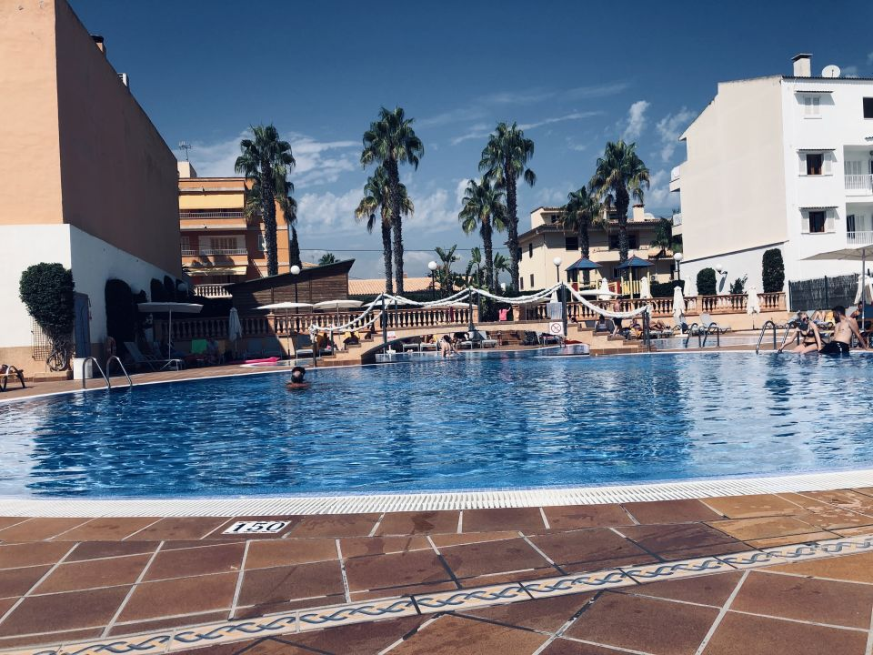 Pool BQ Can Picafort (Can Picafort) • HolidayCheck