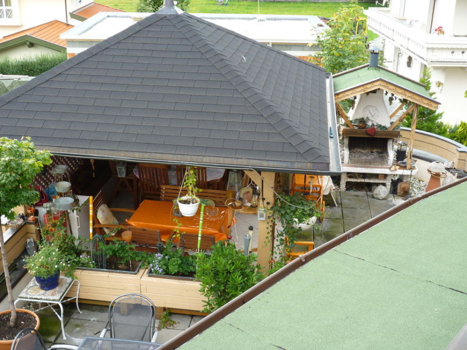 Große Terrasse mit Grill Hotel Garni Pinzgau Bernd Hüttl